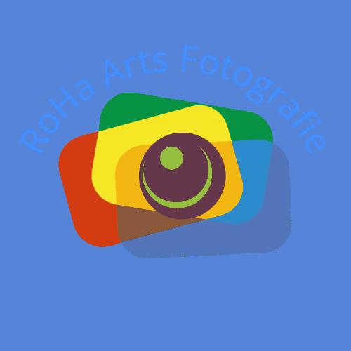 stilisierte, 3farbige Kamera mit Schriftzug RoHa Arts Fotografie