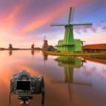 Windmühlen bei Zaanse Schans und Kamera im Vordergrund