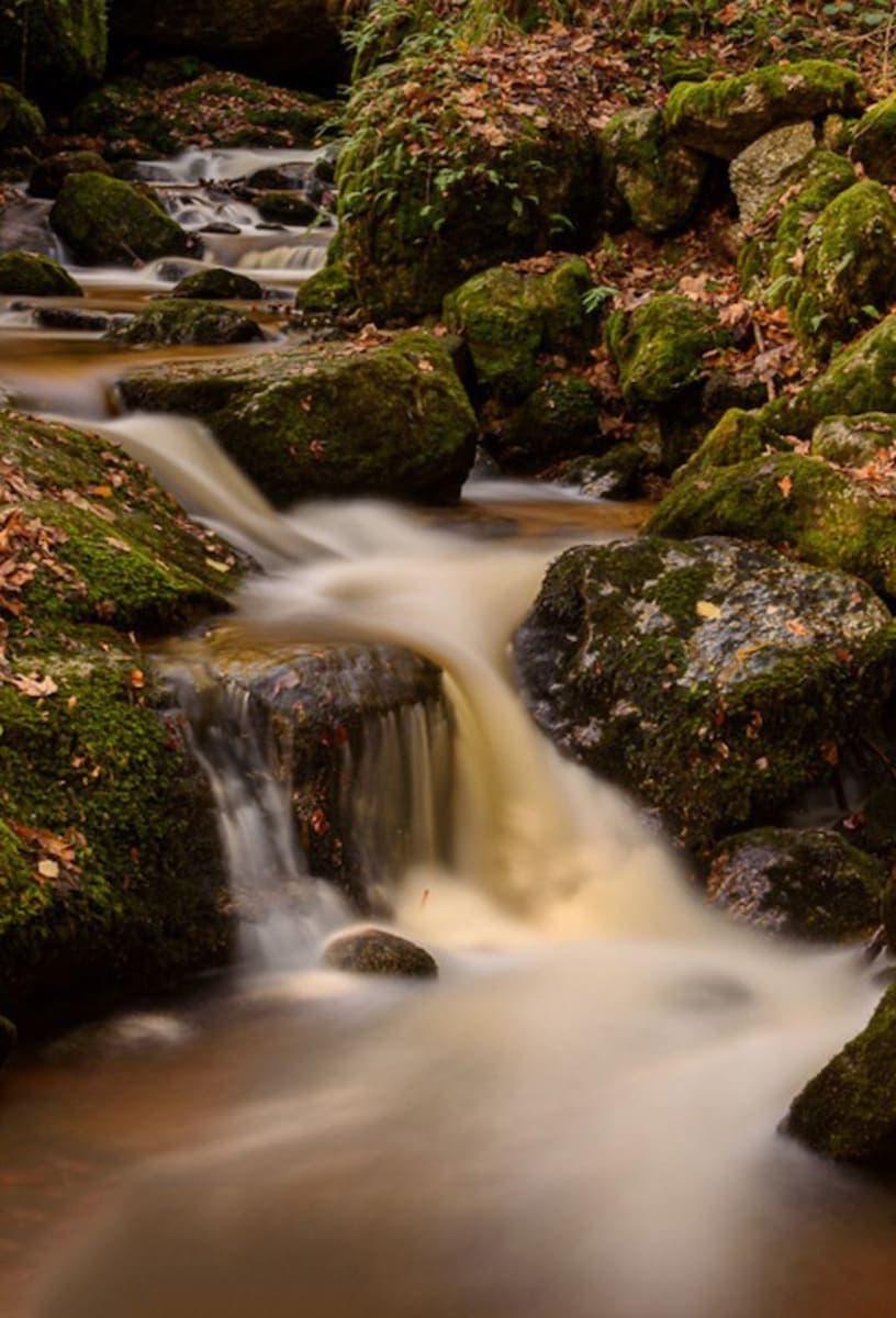 Wasserfall im Harz fotografiert mit manuellen Kameraeinstellungen mit langer Verschlusszeit